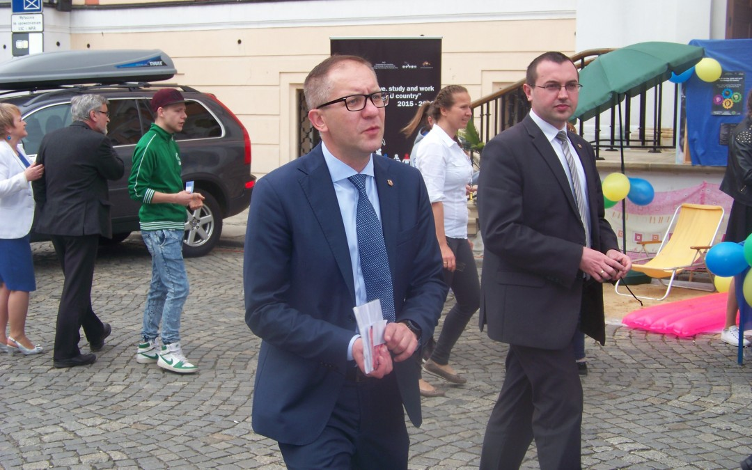 Prezydent Łukasz Borowiak w gipsie