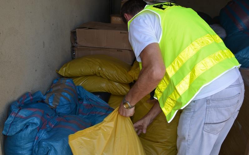 Leszczyńscy policjanci zabezpieczyli 240 kg tytoniu bez znaków akcyzy