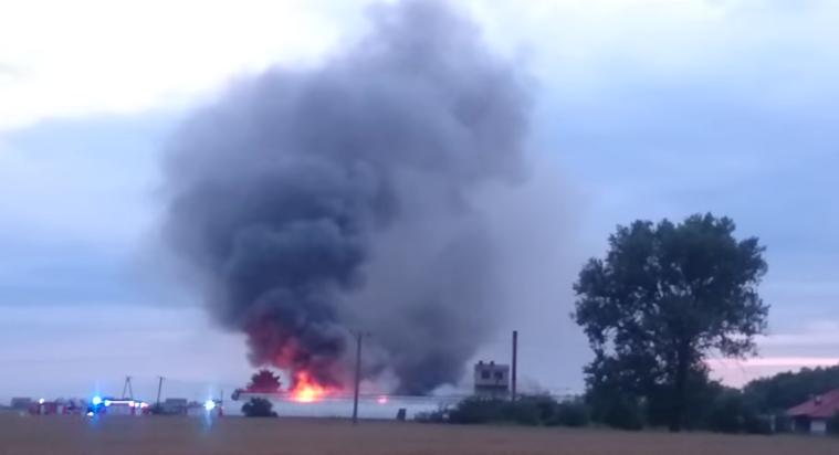 Pożar hali w Lesznie (wideo)